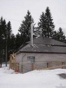 дом с установленным дымоходом